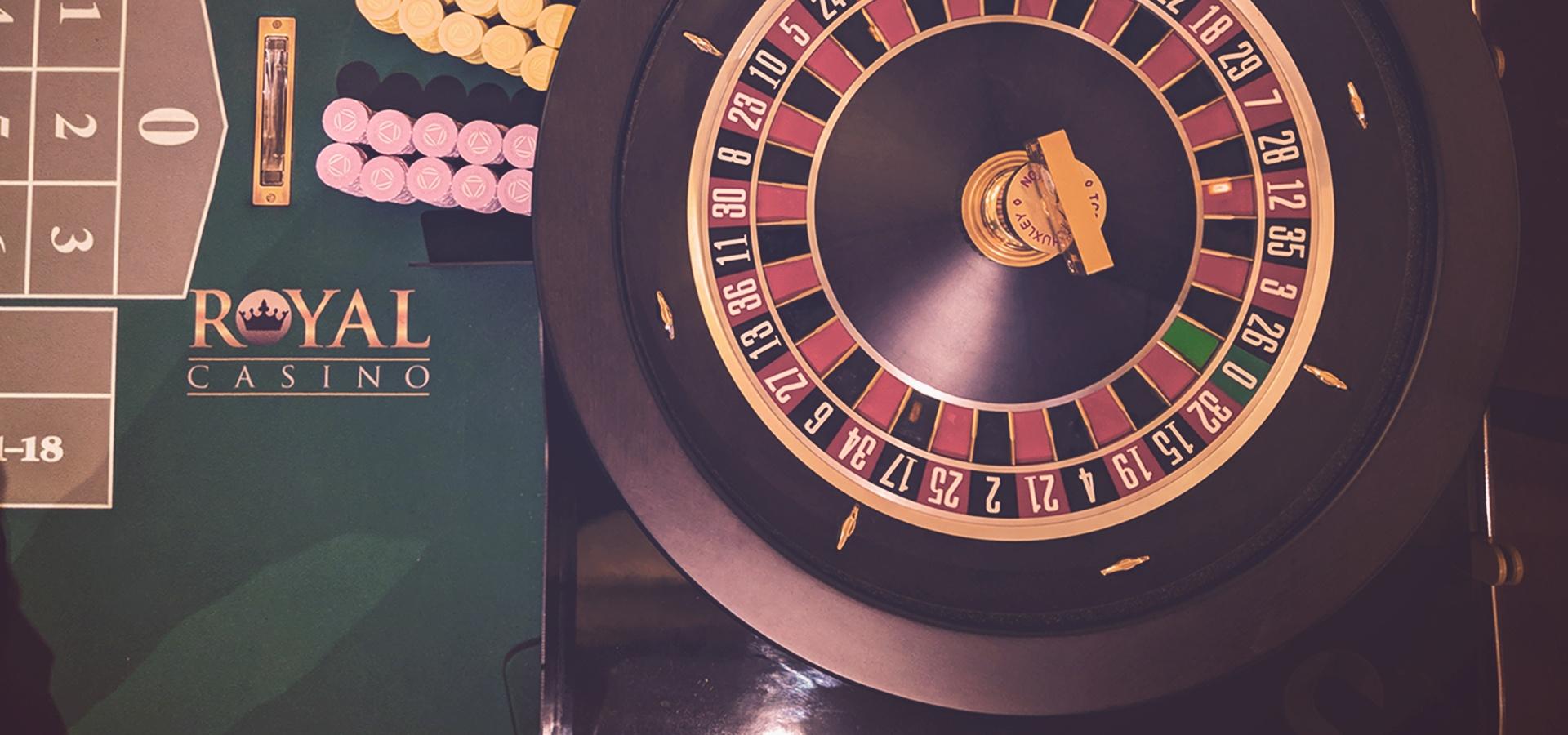 Roulette, Blackjack og 3 retters menu.